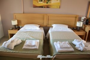 hotel plytra mare room bed view