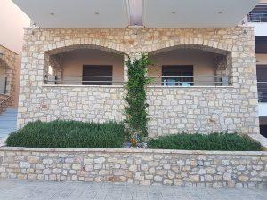 plytra mare κτίριο κοντά
